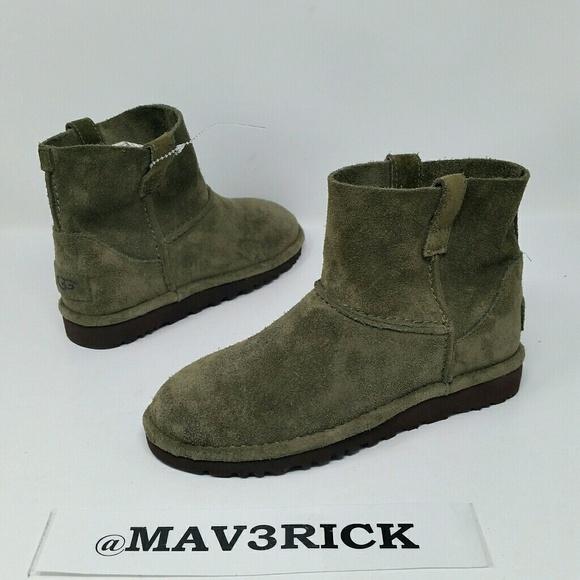 24164e82686 Ugg Australia Girl's Olive green Boots Size 5